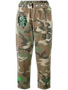 брюки с камуфляжным принтом и поясом Marc by Marc Jacobs 1184419650