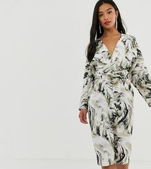 """Атласное платье миди с запахом, абстрактным принтом и рукавами """"летучая мышь"""" ASOS DESIGN Petite-Мульти Asos Petite 8701834"""