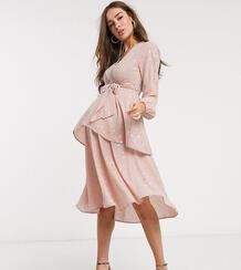 Розовое платье мидакси с глубоким вырезом и поясом Maternity-Мульти Queen Bee 9541711