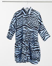 Голубое платье мини в стиле oversized с запахом и звериным принтом -Синий Liquorish 10884390