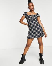 Чайное клетчатое платье мини в стиле ретро с плавными складками по краю и с завязкой на лифе -Черный цвет Motel 11152485
