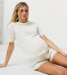 Кремовая пижама в рубчик с короткими шортами и кружевной отделкой -Кремовый Wednesday's Girl Maternity 10766135