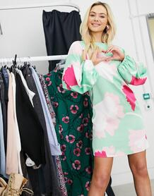 Платье А-силуэта мини с широкими рукавами и крупным цветочным принтом -Зеленый цвет Liquorish 10884512