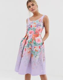 Атласное платье миди для выпускного с глубоким овальным вырезом и цветочным принтом -Мульти Chi Chi London 8198257