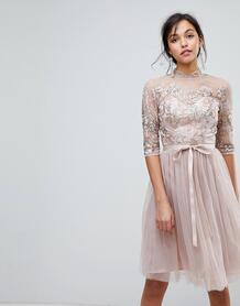 Тюлевое платье миди с высоким воротом и вырезом на спине -Коричневый Chi Chi London 6886313