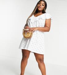 Белое платье с вышивкой ришелье, V-образным вырезом и большой оборкой ASOS DESIGN Curve-Белый Asos Curve 11269101