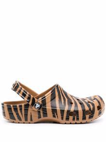 кроксы с зебровым принтом crocs 1701830356
