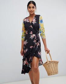 Асимметричное платье миди с запахом и цветочным принтом в стиле пэтчво Liquorish 1347005