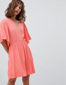 Короткое приталенное платье с рукавами клеш Suncoo - Розовый 1257404