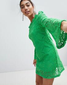 Кружевное платье с широким вырезом и рукавом клеш PrettyLittleThing 1233927