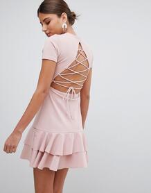 Платье со шнуровкой на спине и оборками PrettyLittleThing - Розовый 1273395