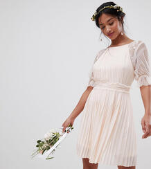 Платье миди с плиссировкой и оборками TFNC Petite - Розовый 1188536