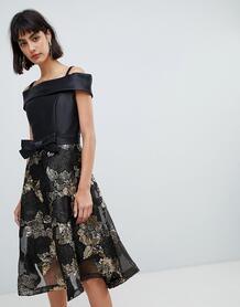 Короткое приталенное платье с открытыми плечами и жаккардовой юбкой Am Amy Lynn 1138074